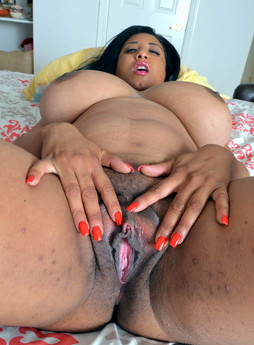 Hot ebony BBW Danni opens wide her..