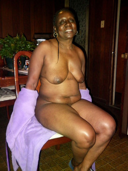 Freaky Ebony Mature Bbw Posing In