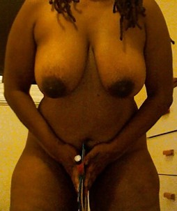 Photos of a horny naked amateur black..